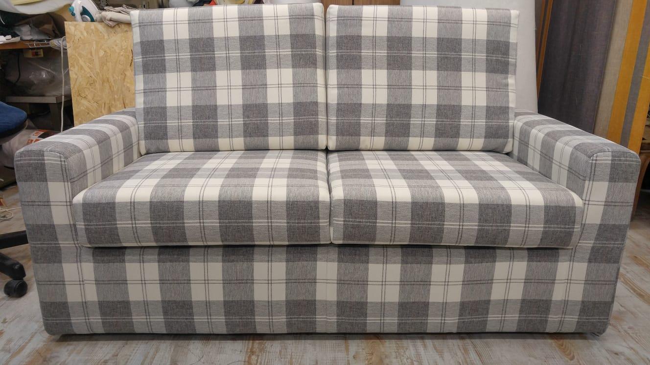 Longo cumiana artigiano costruzione divani e letti 1 for Letti e divani